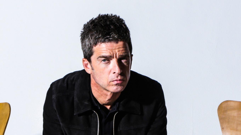 Noel Gallagher กักตุนเหล้าเบียร์กินอยู่บ้าน มีข้อสงสัยทำไมคนแห่ซื้อกระดาษทิชชู่กันหมด