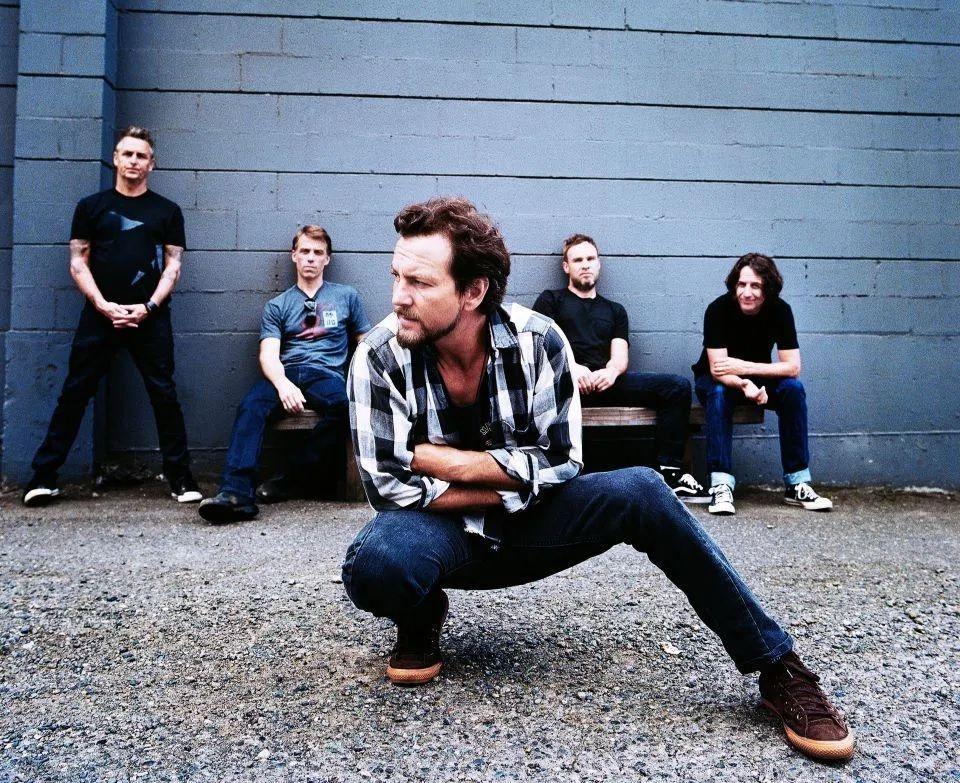 Pearl Jam : คอนเสิร์ตรองเท้าบินในตำนาน