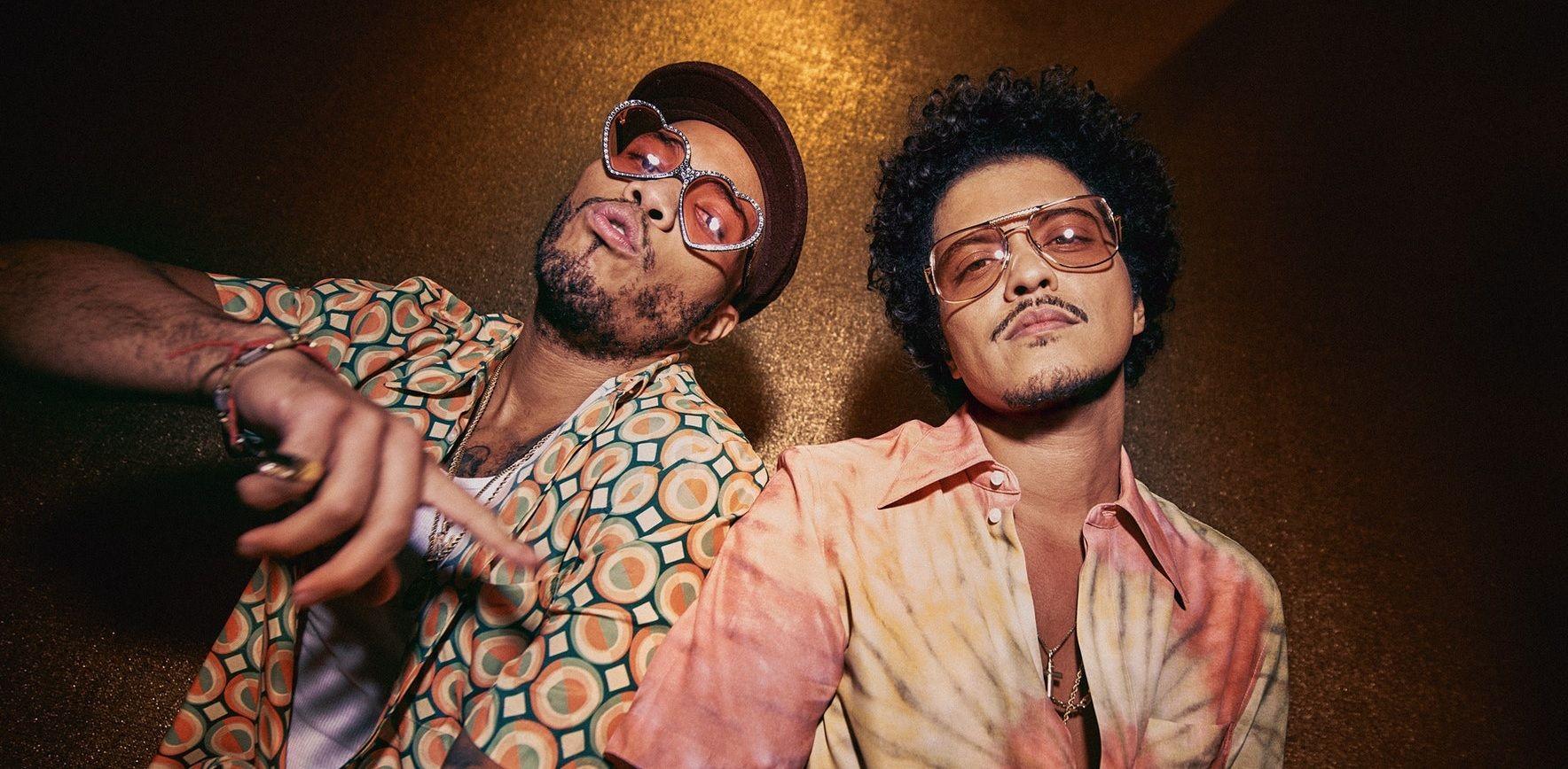"Bruno Mars กับ Anderson .Paak เปิดตัวโปรเจกต์ใหม่ Silk Sonic ปล่อยมิวสิกวีดีโอ ""Leave the Door Open"""